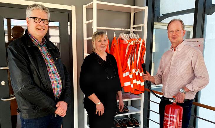 Håkan (Operations), Gunilla (Logistics) and Niklas (Business Engineer) discuss fire extinguisher locations